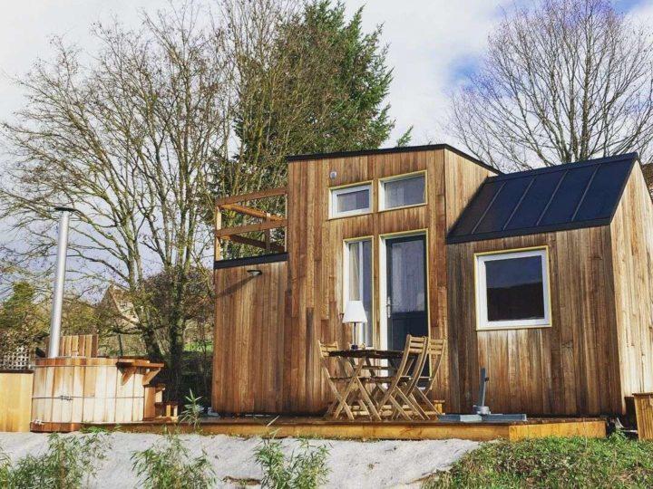 A 1h40 de Lyon : une micro-maison en bois face aux vignes avec son spa nordique !